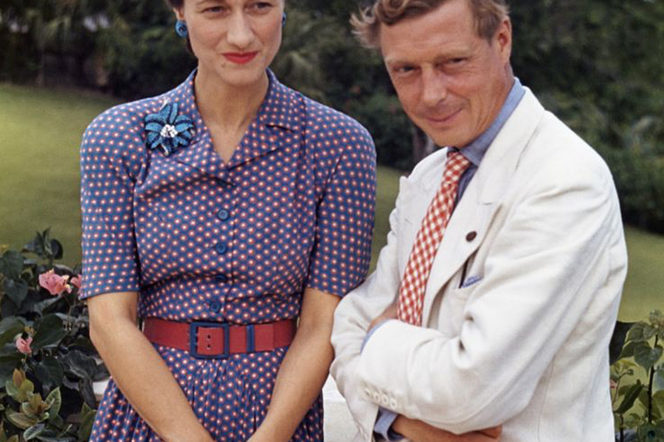 Colour photograph of Edward, Duke of Windsor wearing a white suit and Wallis