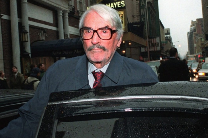 Actor Gregory Peck leaves a memorial gathering for director Alan Pakula in New York's Broadway theatre district Thursday, Feb. 4, 1999