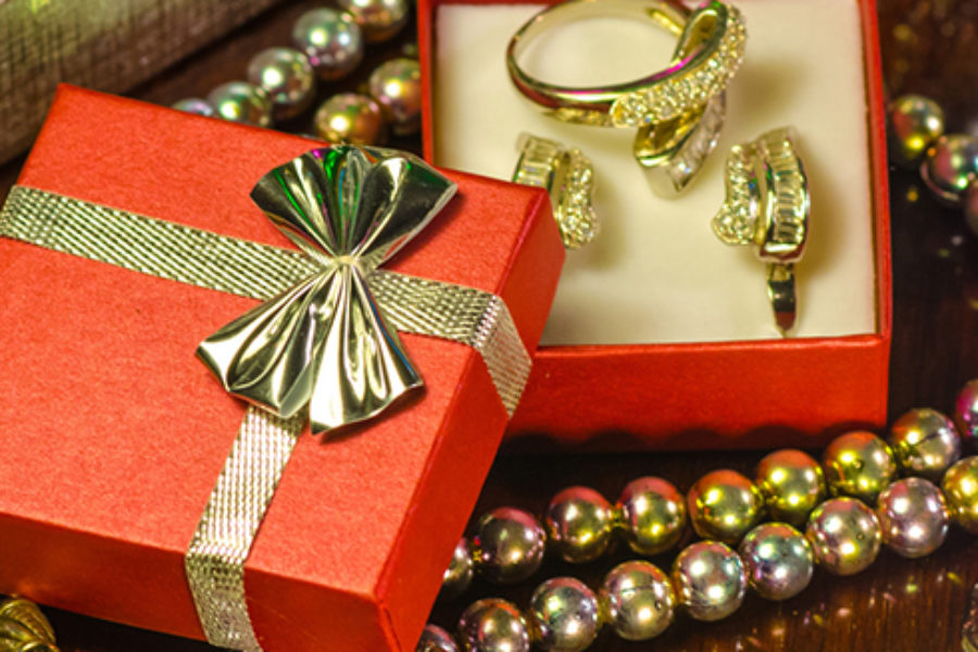 gift guide 5 sparkly gifts to buy your girlfriend this christmas