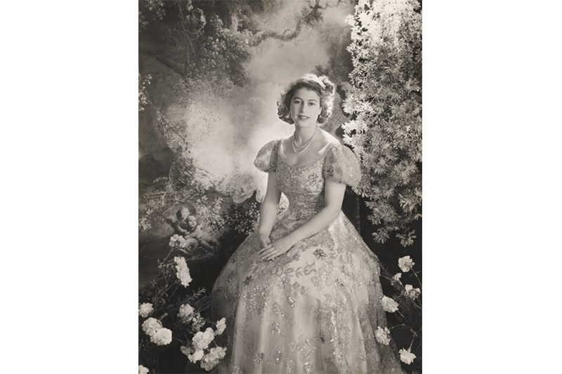 1945 - Silver gelatin print by Cecil Beaton (Cecil Beaton - Victoria and Albert Museum, London)