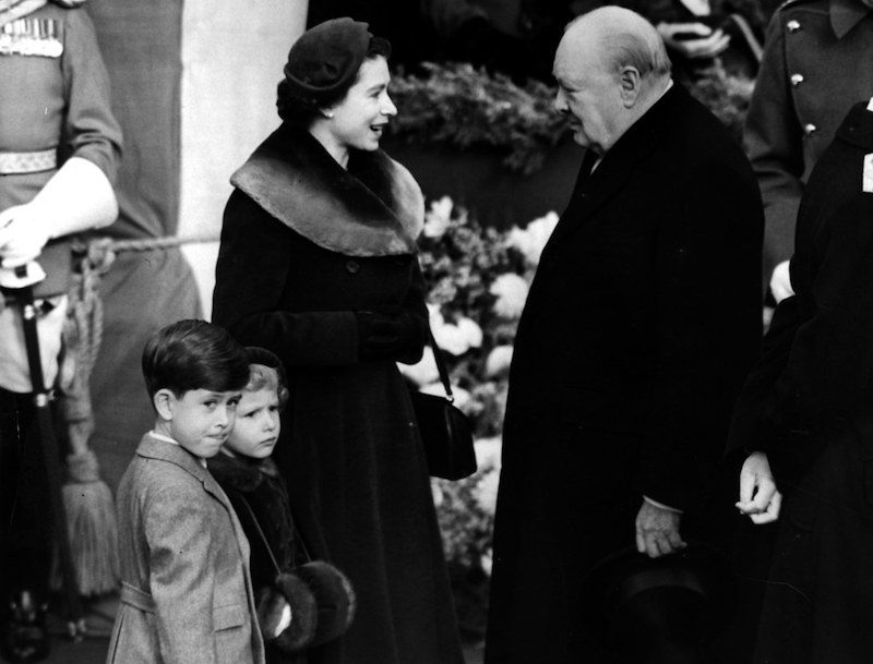 1953. Elizabeth with Winston Churchill (Central Press : Getty Images)
