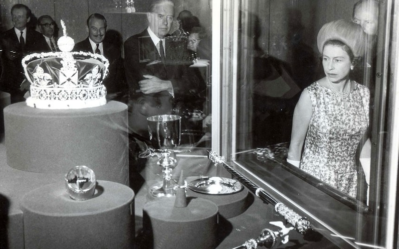 1967 - The Queen visiting her coronation regalia and the crown jewels. (Edward Sampson)