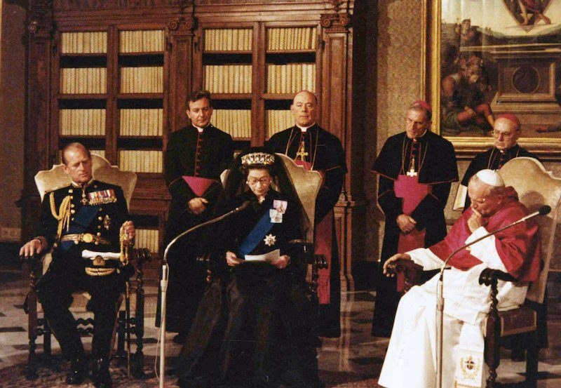 1980 - The Queen visits the Vatican for the first time. (Associated Press)