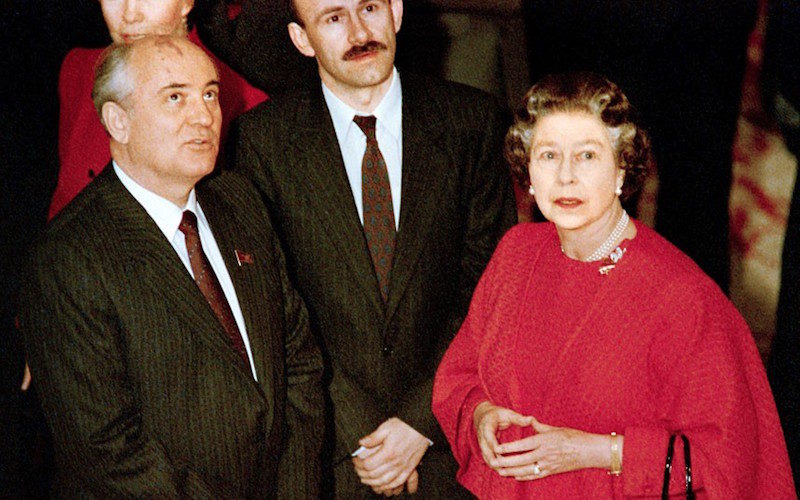 1989 - The Queen with Mikhail Gorbachev during his official visit to Britain (Andre De Wet:AFP)