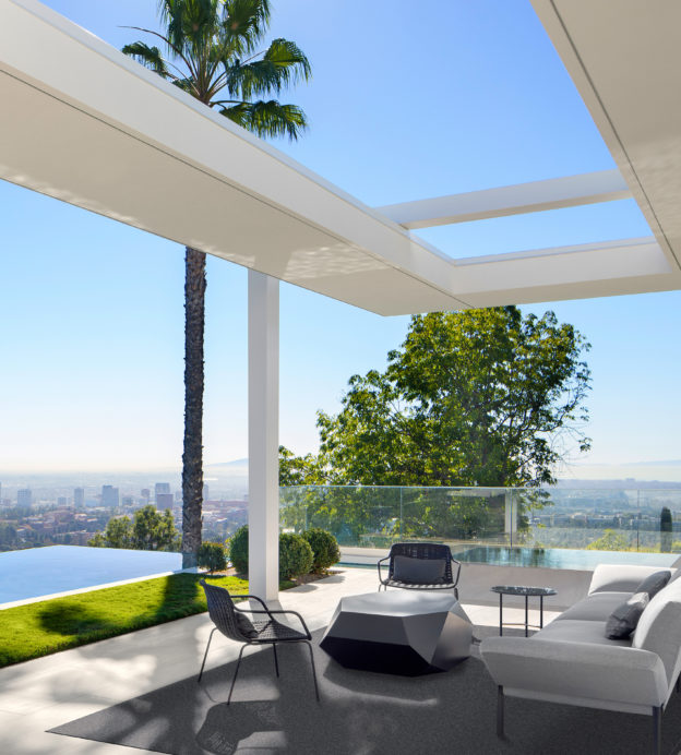 For city skyline views, this hilltop Los Angeles home is unbeatable