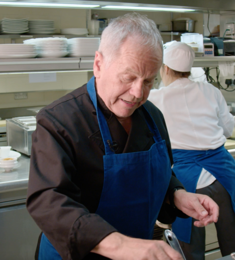 Celebrity chef Wolfgang Puck talks success, champagne and his Oscar-winning Mac & Cheese