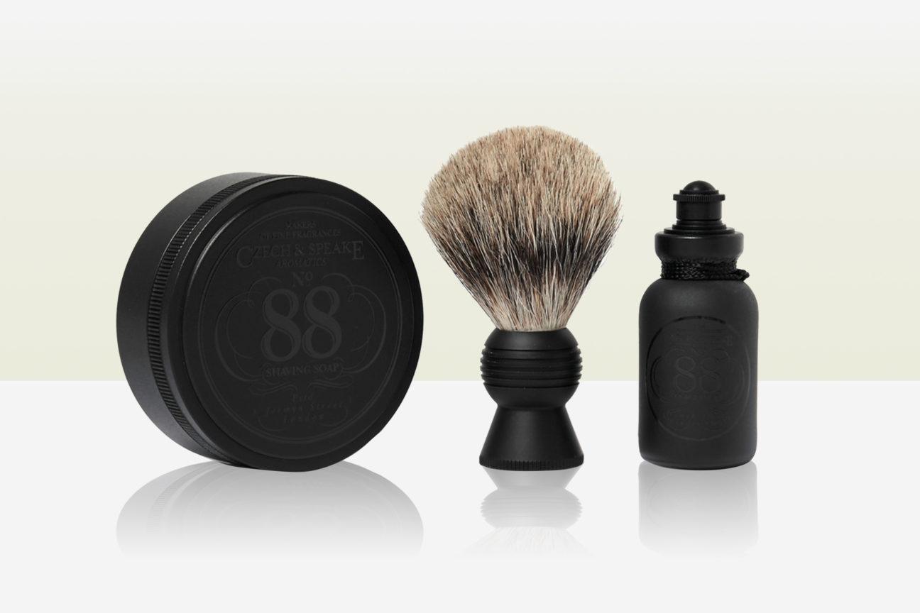 You should be packing these 5 essentials in your travel grooming kit