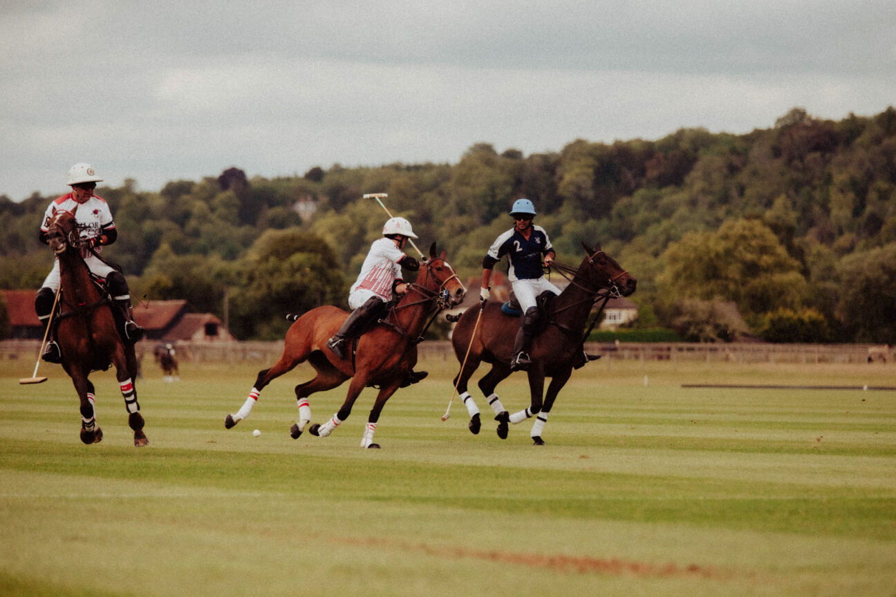 polo-players-shoot-action