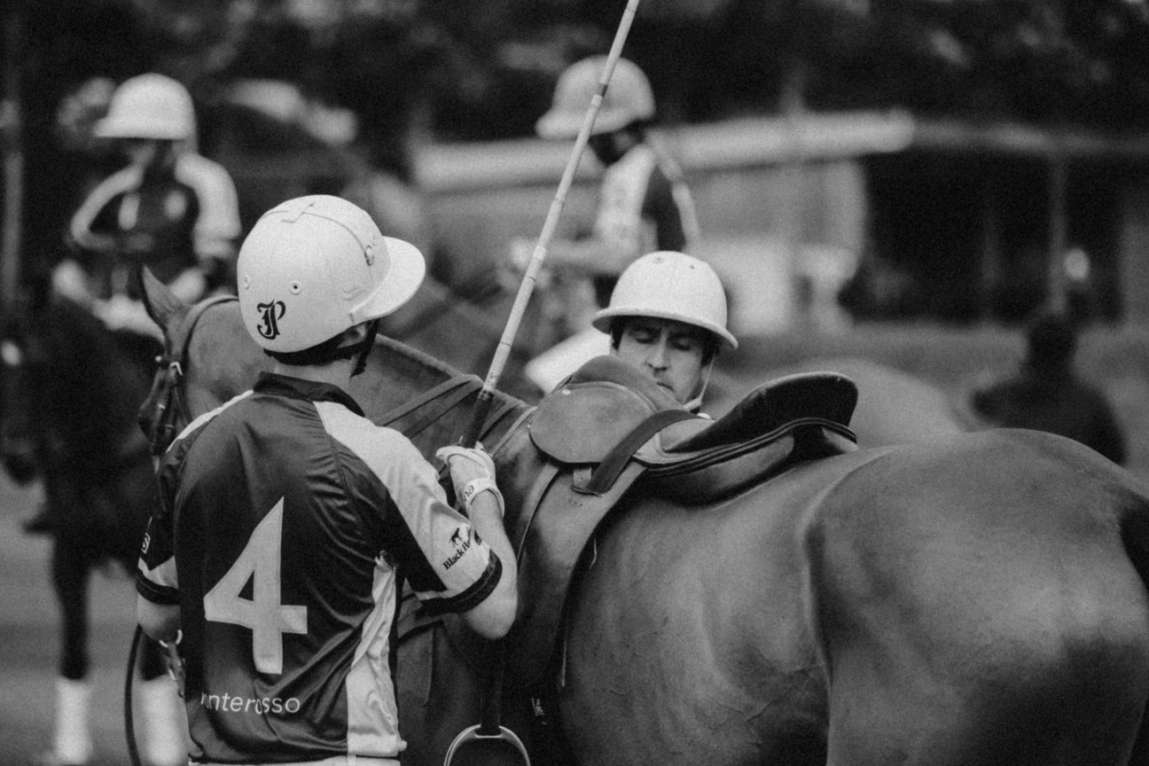 polo-players-shoot-black-and-white