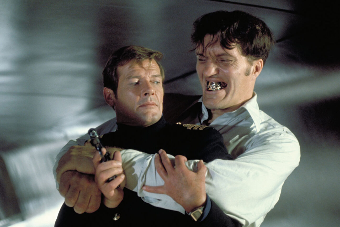 bond 007the spy who loved me jaws roger moore