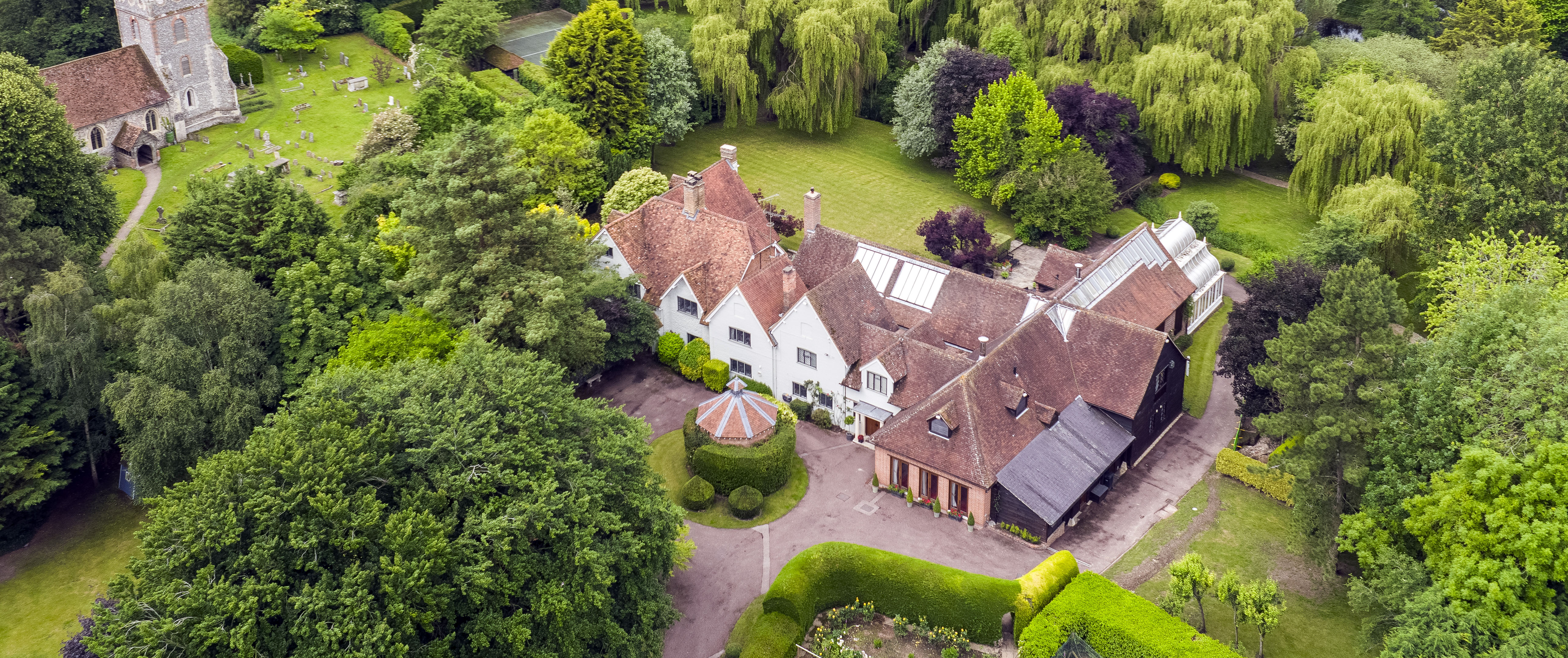 Step inside Sir Michael Caine's Oxfordshire country house